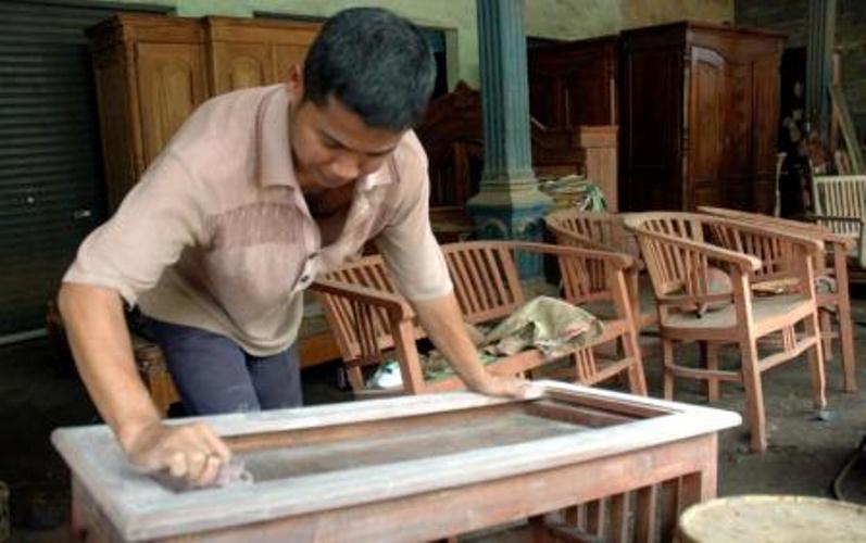 Persetujuan UE untuk menyetarakan V-Legal sebagai lisensi FLEGT tak lepas dari langkah Indonesia yang akhirnya memasukan kembali 15 kelompok produk furnitur dalam SVLK. Pasalnya, sejak awal UE memang meminta agar…