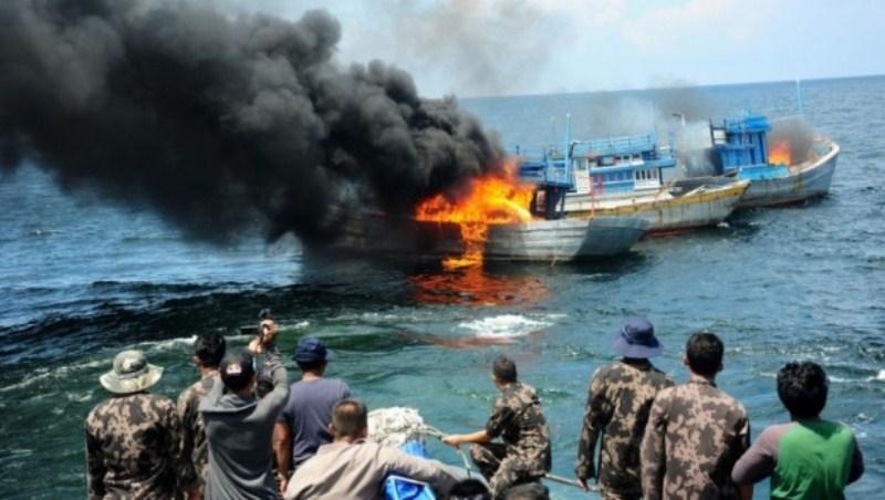 Pernyataan Menteri Kelautan dan Perikanan Susi Pujiastuti terkait larangan asing melakukan penangkapan ikan di perairan Indonesia sepintas membuat wilayah laut nasional tertutup total. Padahal, jika ditelisik lebih lanjut, dalam konteks…
