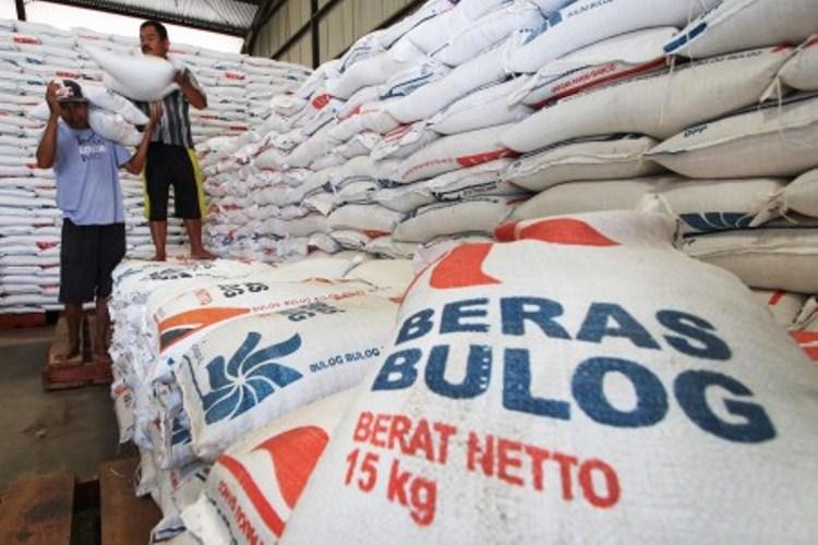 Pemerintah sepanjang tahun 2016 berhasil meningkatkan produksi gabah nasional. Bulog sebagai lembaga stabilisasi harga juga melakukan pembelian gabah petani, terutama di daerah yang harganya di bawa Harga Pembelian Pemerintah (HPP).…