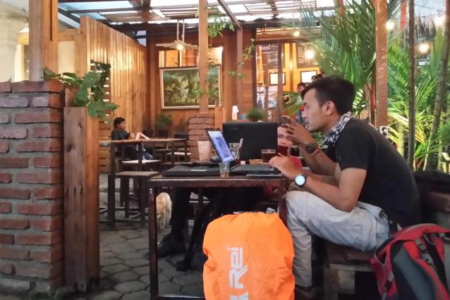 Kedai kopi cenghar, asyik jadi tempat nongkrong maupun bekerja