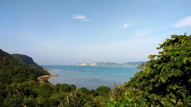 Pemandangan dari atas bukit TWA Gunung Tunak